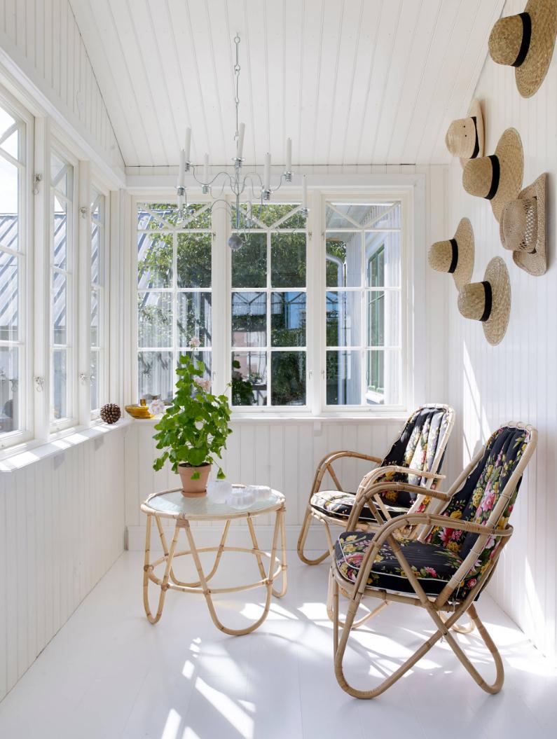 verandoje pagaminti rotango baldai